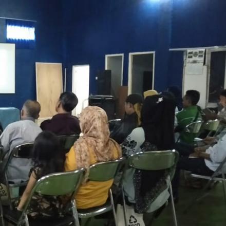 Kegiatan Sosialisasi Cara Pengolahan Bank Sampah dari Universitas Unpas Bandung