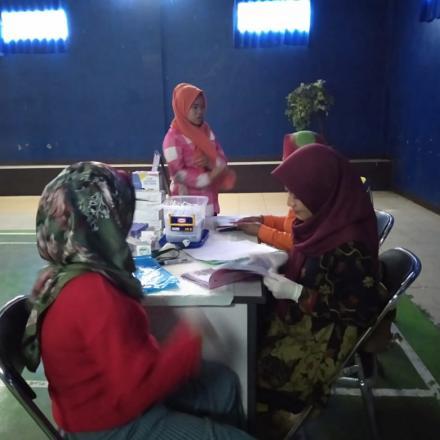 Kelas Ibu Hamil dan Pemeriksaan Laboratorium (HBsAG, HIV, Golongan Darah dan Hemoglobin )